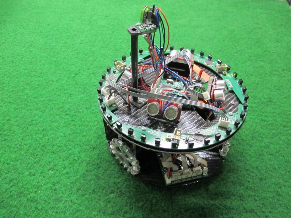 Sicht auf den Roboter von oben. Höchster Punkt: Kompass