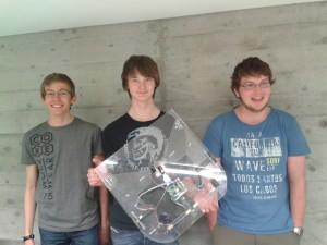 Das Challengeteam präsentiert ihren Puck Collect-Roboter