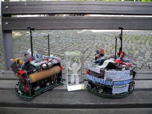 Die Soccer-Roboter 2014 mit dem Preis zum 2. Rang